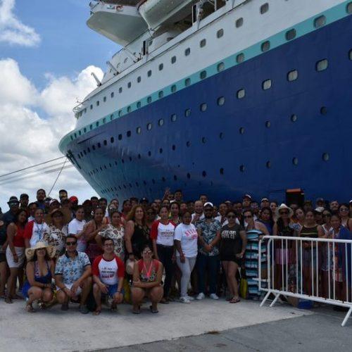 foto-grupal-crucero-mar